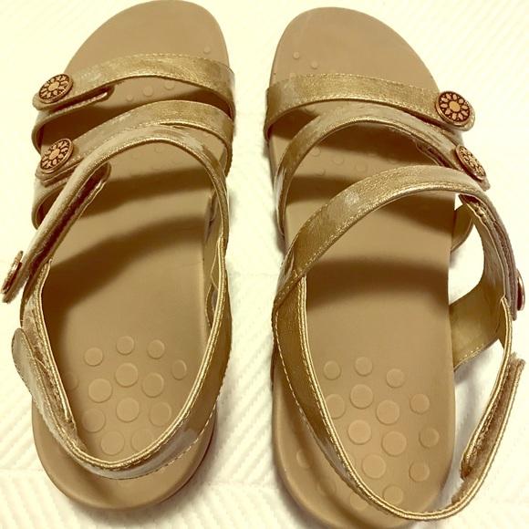 Vionic Shoes   Womens Sandals Size 8